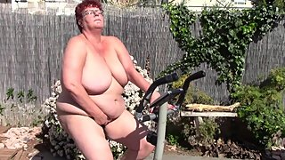 Beautifull Big Mature gets Horny on her Bicycle