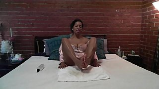 Ebony†babe gives jerk off instruction