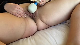 Curvy Milf vibrates her pussy until she orgasms - pussy contractions