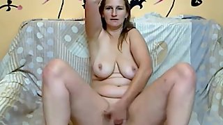 Amateur housewife masturbates her pussy live on webcam