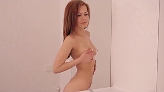 BEST MASTURBATION DONE IN THE BATHROOM BY PERFECT LOOKING TEEN
