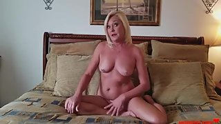 Doing Naughty Thinsg To Mom- SEXTAPE LEAKED