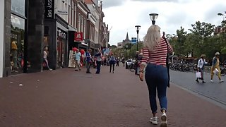 Lekker blondje in skinny jeans