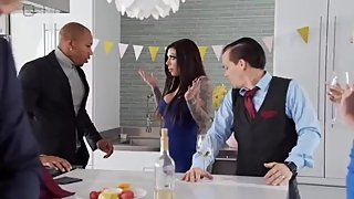 Brazzers - Turning Tricks In Party *FULL VIDEO LINK*