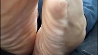 Latina Leasing Agent In Heels Lets Me Rub Her Dry Wrinkled Soles