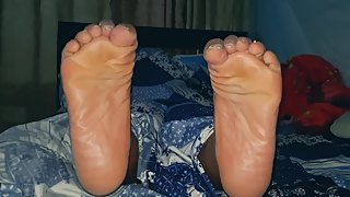 Look at this sexy feet soles