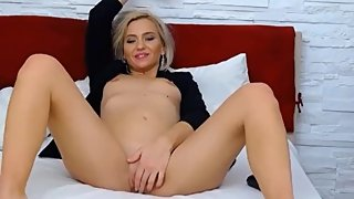 Romanian MarryAnnR0se has a fake milf orgasm on cam