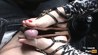 Andrea masturbate my dick with her perfect feet in my car!